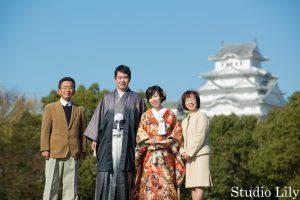 姫路城で和装前撮り写真